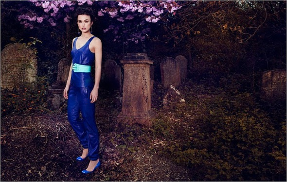 grave pose keira knightley brilliant photo fashion