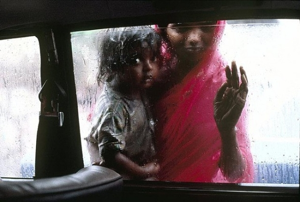 Mccurry photograph portrait mother holding child bombay india